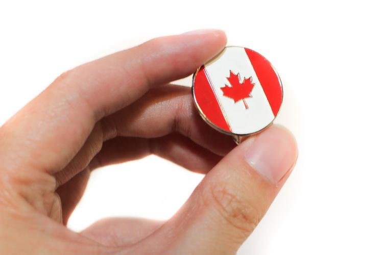 Canada-Flag-Golf-Ball-Marker---Clip_01.j